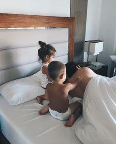 Wake up future kids, cute family и family goals Cute Family, Baby Family, Family Goals, Newborn Photography, Family Photography, Children Photography, Futur Parents, Ohana Means Family, Foto Baby