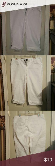 Stretch Capri pants with cuff Stretch Capri pants with cuff..will fit a 12 Pants Capris