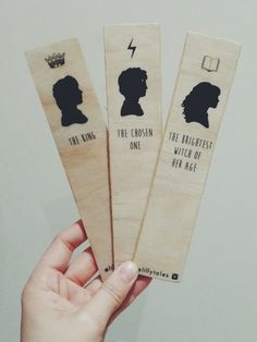Harry Potter inspired wooden bookmarks by Lillytales. Choose either Harry, Ron or Hermion from the dropdown menu. Marque Page Harry Potter, Carte Harry Potter, Cadeau Harry Potter, Deco Harry Potter, Harry Potter Bookmark, Anniversaire Harry Potter, Images Harry Potter, Theme Harry Potter, Harry Potter Drawings