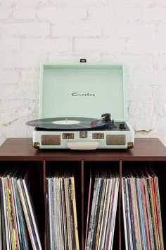 So much cooler than a standard wedding DJ: get your guests to bring their favourite song on vinyl. Record player is a very stylish Crosley Cruiser from Urban Outfitters Vintage Design, Style Vintage, Retro Vintage, Vintage Music, Vintage Theme, Vintage Green, Vintage Kitchen, Decoration Inspiration, Room Inspiration