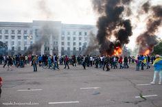 Pro-Ukrainian activists keep gathering near the labor house
