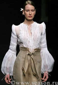 tutorial for this very impressive blouse, absolutely love the sleeves Moda Fashion, Suit Fashion, Fashion 2020, High Fashion, Fashion Dresses, Womens Fashion, Runway Fashion, Fashion Details, Fashion Design