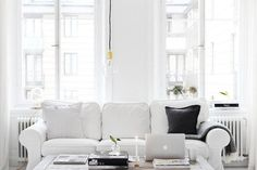 White sofa and brass touches in the sititng room of the dreamy home of Sara Medina Lind.