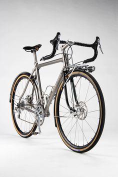 Firefly Bicycles: Touring Bike with Campagnolo 11 - The Radavist Mountain Bike Shoes, Mountain Biking, Touring Bicycles, Touring Bike, Photo Velo, Velo Retro, Road Bike Women, Commuter Bike, Vintage Bicycles