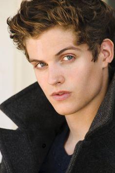Daniel Sharman aka Isaac on Teen Wolf Teen Wolf Isaac, Teen Wolf Boys, Teen Wolf Cast, Teen Wolf Peter, Tyler Posey, Derek Hale, Dylan O'brien, Mtv, Daniel Sharman Teen Wolf