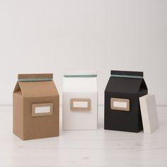 archivador fotos mini milk. Guarda tus fotos favoritas en esta bonita caja con forma de brik. En su interior encontrarás un paquete de paspartús blancos (20 unidades) que mejorarán la presentación de tus fotos.