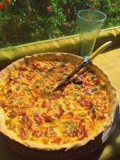 En été, j'ai une recette de tarte fétiche : une tarte poivron grillé et chorizo, où le sucré des poivrons grillés est relevé par les épices du chorizo