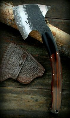 Beautiful hand forged tomahawk/axe with Damascus watermark on the blade Cool Knives, Knives And Tools, Knives And Swords, Tomahawk Axe, Beil, La Forge, Handmade Knives, Cold Steel, Bushcraft