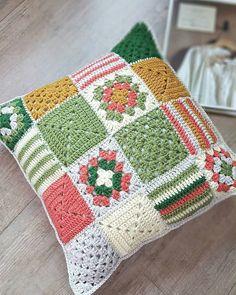 Basketweave Tunisian Crochet Pillow - Page 12 of 35 - apronbasket .com Basketweave Tunisian Crochet Pillow crochet, crochet patterns, crochet patterns free, crochet hair Point Granny Au Crochet, Tunisian Crochet, Crochet Squares, Crochet Motif, Crochet Stitches, Crochet Patterns, Granny Squares, Free Crochet, Knitting Patterns