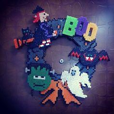 Halloween wreath perler beads by dinifujimoto - http://www.creactivites.com/229-perles-a-repasser