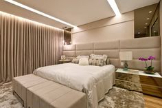Ambiente da casa reservado para os momentos de relaxamento e tranquilidade, o quarto de casal pode ganhar decoração bela e funcional. Confira uma seleção de lindos quartos de casal decorados e inspire-se para mudar o seu.