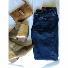 """•Lucky Brand Denim Jeans• """"Sweet'n Straight"""" These jeans have been worn once. I purchased these from Lucky Brand in Syracuse. There a size """"25"""" or """"0"""" SHORT. They are in excellent condition. Lucky Brand Jeans Straight Leg"""