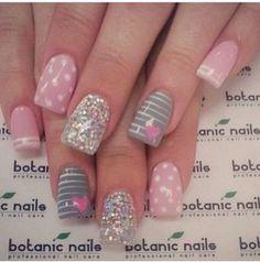 Botanic nails pink, gray, lines, glitter May Nails, Hair And Nails, Sparkle Nails, Pink Nails, Cute Nails, Pretty Nails, Botanic Nails, Plaid Nails, Valentine Nail Art
