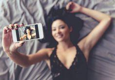 Woman in bed sexting Selfie Sexy, Selfie Sensual, Selfie Poses, Lingerie Selfie, Lingerie Dress, Boudoir Photography Poses, Boudoir Photos, Boudoir Book, Boudior Poses