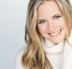 Who is Maggie Lawson. Is Margaret Lawson celebrity. who Is Star Maggie Lawson and who is real celebrity, find out at Star No Star. Maggie Lawson, Wavy Hair, Her Hair, Two And Half Men, James Roday, Beautiful People, Beautiful Women, Beautiful Eyes, Beautiful Things
