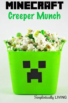 My 4 year old love video games just like my husband and is really into Minecraft. So I came up with this fun Minecraft Creeper Munch he could enjoy Minecraft Birthday Cake, Minecraft Cake, Minecraft Crafts, Creeper Minecraft, Minecraft Projects, Minecraft Party Food, Minecraft Skins, 11th Birthday, 6th Birthday Parties