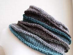 gorgeous cowl - free pattern for a 1 skein wonder   Size 8, 220 yds or so