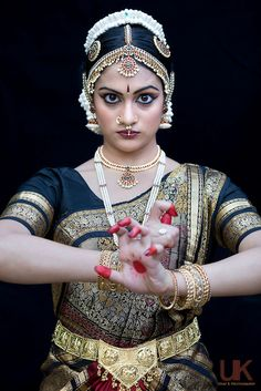 into my aeyh Folk Dance, Dance Art, Cultural Dance, Shiva, Indian Classical Dance, Dance Poses, South Indian Bride, Dance Photography, Bollywood