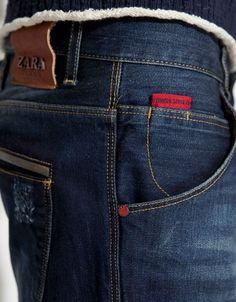 Stylist Picks: Zara Jeans with Turn Up Hems. The high contrast, red jock tag is a small detail with a lot of wear-appeal. Boys Jeans, Jeans Pants, Estilo Jeans, Denim Ideas, Denim Branding, Streetwear, Denim Fashion, Menswear, Garra