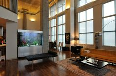 Azad Residence with custom aquarium by Fish Gallery