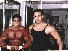 Weightlifting Rare Unseen Pictures Of Bollywood Superstar Salman Khan Muscle Building Stacks, Muscle Building Women, Bollywood Actors, Bollywood Celebrities, Bollywood Posters, Male Celebrities, Indian Bodybuilder, Salman Khan Photo, Shahrukh Khan