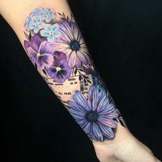 Best 100 Daisy Tattoo Designs in 2020 - Tattoo Stylist Small Daisy Tattoo, Daisy Flower Tattoos, Sunflower Tattoos, Flower Cover Up Tattoos, Sunflower Tattoo Meaning, Colorful Flower Tattoo, Flower Tattoo Foot, Daisy Tattoo Designs, Floral Tattoo Design