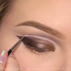 How inspiring is this double cut-crease by our girl @nikkietutorials featuring our NEW Chocolate Bon Bons Palette? Such a glam look for NYE! Tag a friend who would rock it. #regram #chocolatebarpalette #toofaced