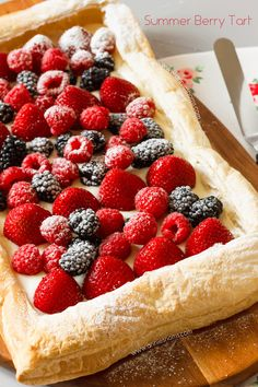 A super easy berry tart made with shop bought puff pastry slathered in sweet cream cheese and covered in the most delicious Summer berries! The perfect way to use up all your berries. Puff Pastry Desserts, Puff Pastry Recipes, Tart Recipes, Köstliche Desserts, Delicious Desserts, Dessert Recipes, Rib Recipes, Cooker Recipes, Salad Recipes