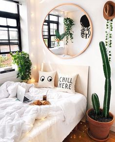 Minimalist bedroom design Ideas - has never failed to provide the elegant look. No wonder many homeowners want to feel the luxurious ambience when sleeping. Aesthetic Bedroom, Dream Rooms, My New Room, House Rooms, Living Rooms, Interior Design, Interior Modern, Minimalist Interior, Minimalist Decor