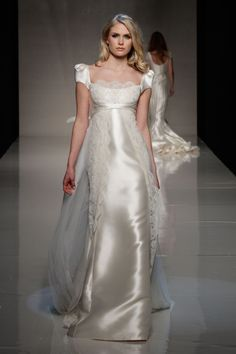 2013 wedding dress Victorio and Lucchino Novias Raimon Bundo bridal gowns