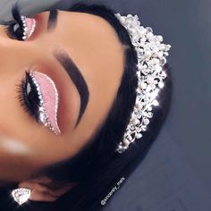 "🌈🦄MELS SMITH 🍒🍭 on Instagram: ""PRINCESA 👸🏻 Fun fact this is the tiara I wore on my wedding day so it's very special 🥺💕 ——————————————————————— Brows:…"" Glam Makeup, Pink Eye Makeup, Glitter Eyeshadow, Beauty Makeup, Glitter Makeup, Makeup Inspo, Makeup Ideas, Eyeliner, Eye Makeup Cut Crease"