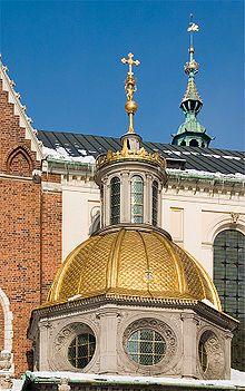 Octagonal drum, golden dome and lantern belongs to Sigismund Chapel.