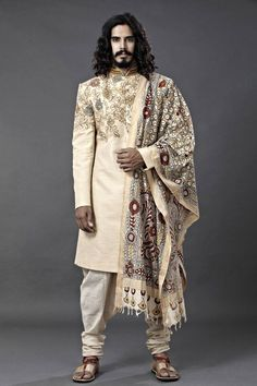 Latest Designer Wedding Sherwani Patterns for Indian Groom - LooksGud. Costume Aladdin, Indian Men Fashion, Mens Fashion, Indian Prince, Style Masculin, Wedding Sherwani, La Mode Masculine, Groom Wear, Mode Inspiration