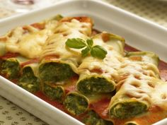 Cannelloni se špenátem / Cannelloni with spinach Broccoli, Spinach, Vegetarian Recipes, Healthy Recipes, Healthy Food, Okra, Bologna, Sprouts, Quiche