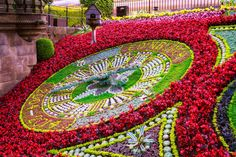 There are amazing things to do with an Edinburgh city break! Scotland's cultural capital is one of my favorite cities. Enjoy the Edinburgh City Break Guide! Edinburgh City, Edinburgh Scotland, Scotland Uk, Floral Clock, Cultural Capital, Parcs, City Break, Ireland Travel, Topiary