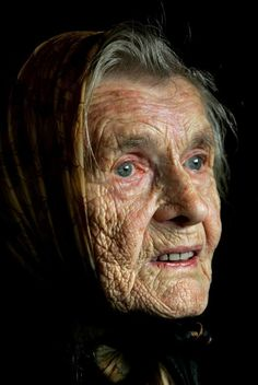 Old lady, aged, worn, wrinckles, lines of life, powerful face, intense eyes, expression, emotion, storyteller, portrait, 100.Geburtstag - alte frau - Menschen | VIEW Fotocommunity