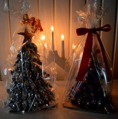 Kädenjälkiä sydämessä: Onni blogien joulukalenterin 2. Luukku. Konvehtikuusi Gift Wrapping, Gifts, Butcher Paper, Presents, Favors, Gift Packaging, Wrapping Gifts, Gift