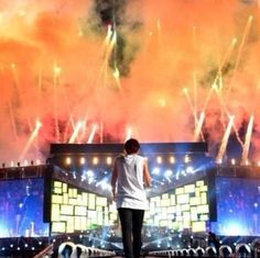 Image shared by N A T H S †. Find images and videos about love, one direction and louis tomlinson on We Heart It - the app to get lost in what you love. New Twitter, Twitter Icon, Where We Are Tour, What Makes You Beautiful, Strikes Again, Louis Williams, 1d And 5sos, Just Friends, Index