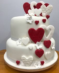 Love birds live ur love life lively and beautifully cake Source by lilianisin White Birthday Cakes, Beautiful Birthday Cakes, Beautiful Wedding Cakes, Beautiful Cakes, Happy Anniversary Cakes, Wedding Anniversary Cakes, Bolo Fack, Patisserie Cake, Wedding Cake Red