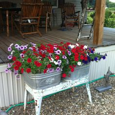 Wash tub idea. Saw one of these today. I think I will go back and get it. Container Flowers, Flower Planters, Container Plants, Container Gardening, Galvanized Planters, Rustic Planters, Garden Junk, Lawn And Garden, Rustic Gardens