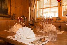 Traditionell und stilvoll eingerichtet: Kaminstube – eines von vier Restaurants – im Ötztaler 4 Sterne S Hotel Bergwelt in Obergurgl. Hotel Berg, Restaurants, Bar, Traditional, Restaurant, Diners