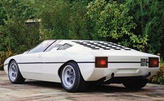 The Lamborghini Bravo was a concept car designed by Marcello Gandini at Bertone for Lamborghini. It was first presented in 1974 at the Turin Auto Show. Maserati, Ferrari, Bugatti, Porsche 964 Rs, Porsche Cars, Volkswagen, Automobile, Design Retro, Futuristic Cars