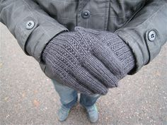 Ravelry: Project Gallery for News Item Men's Gloves pattern by Vintage-free