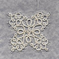 Book: Tatting by Myra Piper, now out of print. Pattern: No. Thread HH White 601 size by rosella Shuttle Tatting Patterns, Needle Tatting Patterns, Crochet Patterns, Tatting Jewelry, Tatting Lace, Plastic Canvas Tissue Boxes, Plastic Canvas Patterns, Tatting Tutorial, Tutorial Crochet