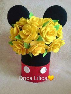 Arranjo floral em feltro para festa tema Mickey. Reciclagem de lata de leite. https://www.facebook.com/dricalilicabyadrianaandrade/