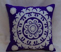 Vintage Handicrafts offers you a great tip for your #home. Consider the pillow patterns and placement on your sofa. Remember when redesigning your living room or media room. #cushioncover #vintagehandicrafts