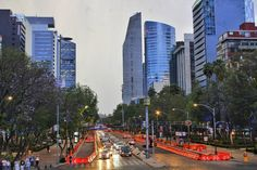#paseodereforma  #mexico  #cdmx���� #mx  #mexico���� #DF  #edificios  #rascacielos #sky #cielonublado #día #coches #autos #FotografíaUrbana #fotografia  #foto�� http://unirazzi.com/ipost/1497707647700278531/?code=BTI7Suej50D
