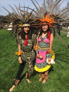 #aztecdancers #atecocolli #Aztecprincesses Aztec Costume, Mexican Costume, Ethiopian Beauty, Outfits For Mexico, Aztec Warrior, Aztec Art, Festival Costumes, Mexican Art, Native American