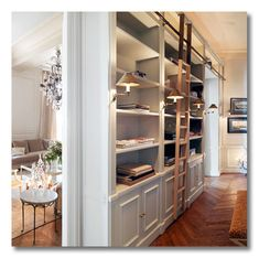 How to decorate a narrow entryway via interior designer @FieldstoneHill Design, Darlene Weir Design, Darlene Weir