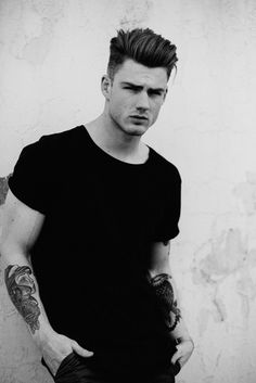 Thomas Davenport black t shirt look